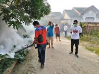 Caleg Perindo di Palembang Turun Langsung <i>Fogging</i> Wilayah Rawan DBD