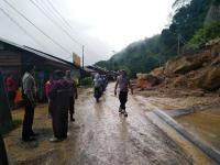 Longsor di Tiga Lokasi, Jalur Lintas Riau-Sumbar Tersendat