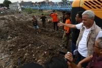 Cegah Banjir, Warga Semarang Buang Sampah ke Sungai Bakal Dihukum