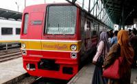 KRL Alami Gangguan di Stasiun Kebayoran-Pondok Ranji, Penumpang Tertahan