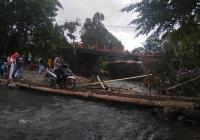 Jembatan Darurat Padang-Bukittingi Hanya Bisa Dilalui Sepeda Motor dan Pejalan Kaki