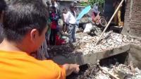 Jerit Tangis Sang Ibu Pecah saat Dapati Dua Anaknya Tewas Tertimpa Tembok