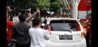 Kabur Usai Diperiksa KPK, Mobil Ketua PN Semarang Malah Menabrak Wartawan