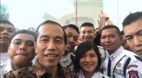 Jokowi Ngevlog Bareng Satpam: Mereka Ceria Semua