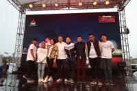 Para Pemeran Film Milly & Mamet Gambarkan Sosok Mitsubishi XPANDER sebagai Mobil Keluarga Indonesia