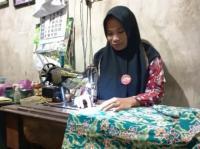 Ucapkan Terima Kasih, Warga Jombang Jahit Baju untuk Jokowi