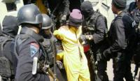 Kakak Adik Terduga Teroris yang Ditangkap Densus 88 Ditahan di Polda Sulsel
