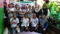 Berdayakan UMKM, Caleg Perindo Ajarkan Resep Ayam Kriuk dan Martabak Manis
