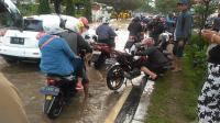 Terobos Banjir, Ratusan Motor Mogok di Makassar