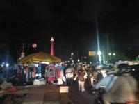 Cerita Pedagang Meraup 'Berkah' dari Acara Munajat 212 di Monas