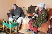 Viral Perempuan Asal Rumania Buat Rompi dari Rambut Rontoknya