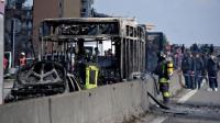 Bus Penuh Siswa Dibakar Sopir yang Marah