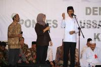 Jokowi Tertawa Ketika Warga Magelang Memanggilnya