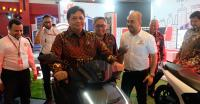 Menteri Airlangga Apresiasi Hadirnya Motor Listrik di Pameran Automotif