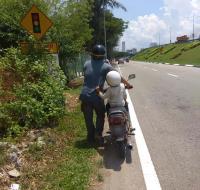 Kisah Seorang Ayah yang Tempuh 260 Km untuk Cari Pekerjaan Sentuh Hati Warganet Malaysia