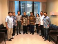 Ketum Partai Golkar Airlangga Hartarto Jenguk Ani Yudhoyono di Singapura