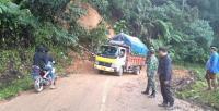 Longsor Akibat Hujan Deras Lumpuhkan Akses Jalan Bangko-Kerinci
