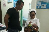 Sempat Dikira Bungkusan Beras, Bayi Laki-Laki Ditemukan di Depan Panti Asuhan Bali