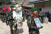 Pemakaman Serda Supransida Dilakukan Secara Militer