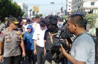 Wali Kota Pisahkan Bentrokan Aksi 22 Mei di Pontianak: Sabar, Ini kan Bulan Puasa!