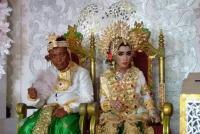 Kenalan dari Sosmed, Pernikahan Duda 41 Tahun dengan Gadis SMP Viral