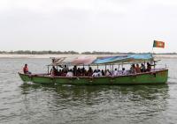 Pesulap India Hilang Setelah Dijatuhkan ke Sungai Gangga dengan Tubuh Dirantai