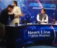 Pimpinan Partai Pakistan Baku Hantam dengan Jurnalis di Tengah Siaran Langsung Televisi
