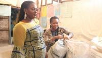 Siswa di Sekolah Nigeria Ini Bayar Uang Pendidikan dengan Botol Plastik