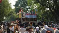 Orator Aksi Sidang Putusan MK: Jangan Beli Makanan dari Pedagang Sekitar Sini!