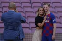 Kepergian sang Kakek Jadi Alasan De Jong Pilih Nomor 21 di Barcelona