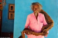 Pria India Tidak Pernah Cuci dan Potong Rambut Selama 40 Tahun