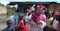 Redam Kejahatan Geng, Seorang Uskup Ingin Siram Kota dengan Air Suci dari Helikopter