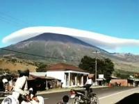 "Viral ""Topi Awan di Langit Gunung Rinjani"" Tuai Decak Kagum"