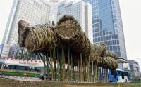 Sudah Rapuh, Instalasi Bambu Getah Getih di Bundaran HI Dibongkar