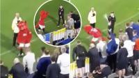 Diejek Fans Leeds, Maskot Man United Justru Joget