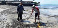 Sampah Batubara Berserak dan Menumpuk di Pesisir Pantai Balikpapan