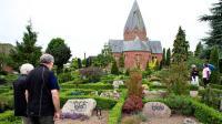 "Puluhan Nisan di Pemakaman Denmark Ditulisi ""Angka Setan"""