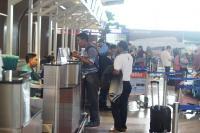 Dampak Kabut Asap, Penumpang Menginap di Bandara Ahmad Yani