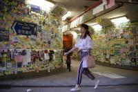 Kelompok Pro-China Bersihkan Hong Kong dari Pesan Milik  Massa Pendukung Demokrasi
