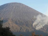 Pendakian ke Gunung Semeru Ditutup Total Imbas Kebakaran di Ranu Kumbolo