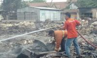 Damkar Tulungagung Akui Kewalahan Padamkan Api di Pasar Ngunut