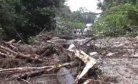 Longsor Timbun Jalan Penghubung Dairi-Karo, Akses Jalan Putus Total