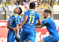 Persib Bandung Benamkan Arema FC 3-0 di Babak Pertama