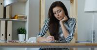 5 Tanda Kamu Stres karena Tugas Kuliah, Jerawatan hingga Kurang Tidur