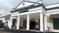 """Kantor Mapolrestabes Bandung Bekas Gedung Organisasi """"Pemuja Setan"""""""