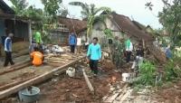 Ratusan Rumah di Tuban Rusak Diterjang Angin Puting Beliung