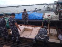 TNI AL Gagalkan Penyelundupan Jutaan Batang Rokok Ilegal di Perairan Jambi