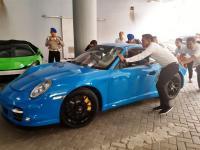 Satu Mobil Mewah di Mapolda Jatim Diambil Pemiliknya