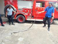 Ular Kobra Dua Meter Masuk Rumah Warga, Sempat Berkelahi dengan Kucing