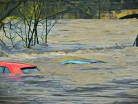 Rumah dan Toko di Tanah Datar Rusak Diterjang Banjir Bandang